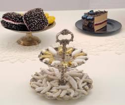 beetles, christmas, ceramics, porcelain, gold, lustreware, luster, lusterware, lustre, cake, dinner, eating, australiana, veni, vidi, vici, plates, christmas dinner